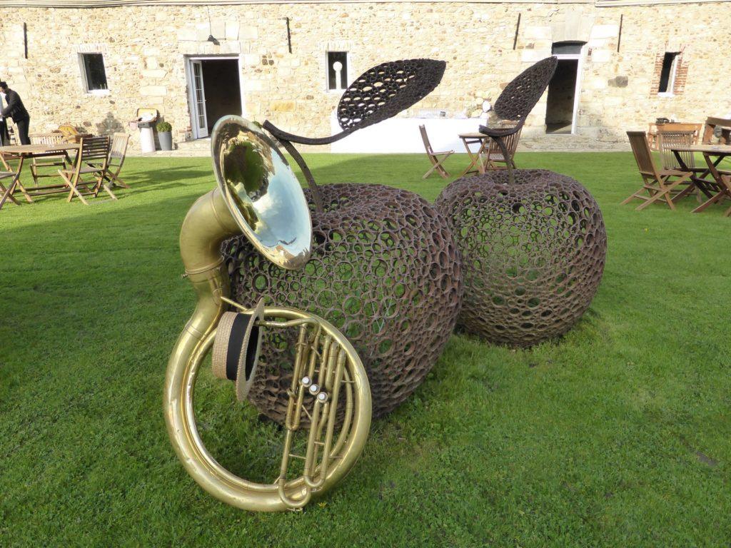 Un tuba et deux pommes - Les Hauts de Pardaillan