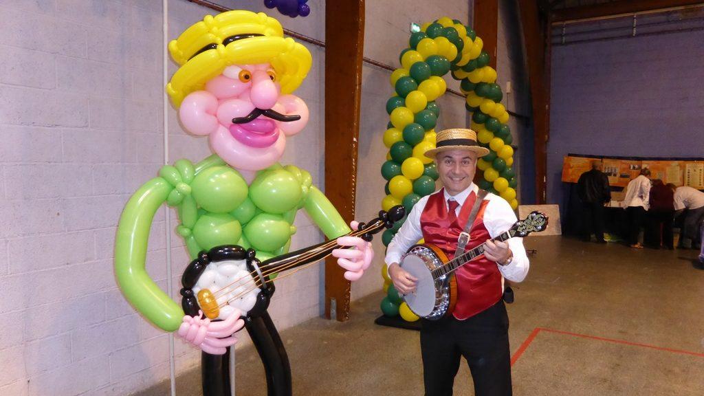 Le banjoïste retrouve un collègue très festif